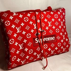 (Like New) Louis Vuitton X Supreme SIZE M
